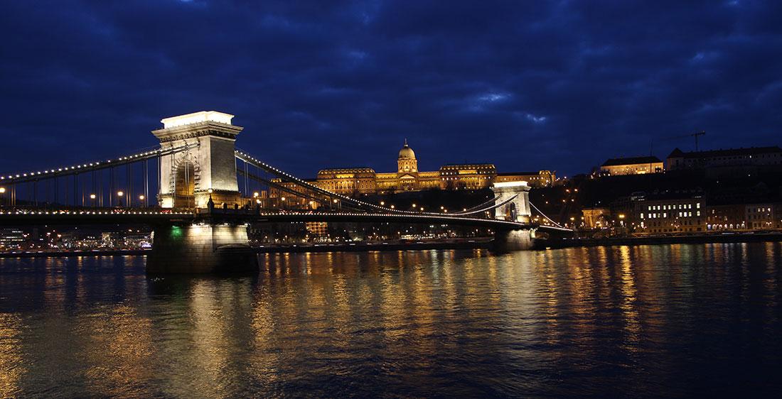 Budapest Chain-bridge free stock photo