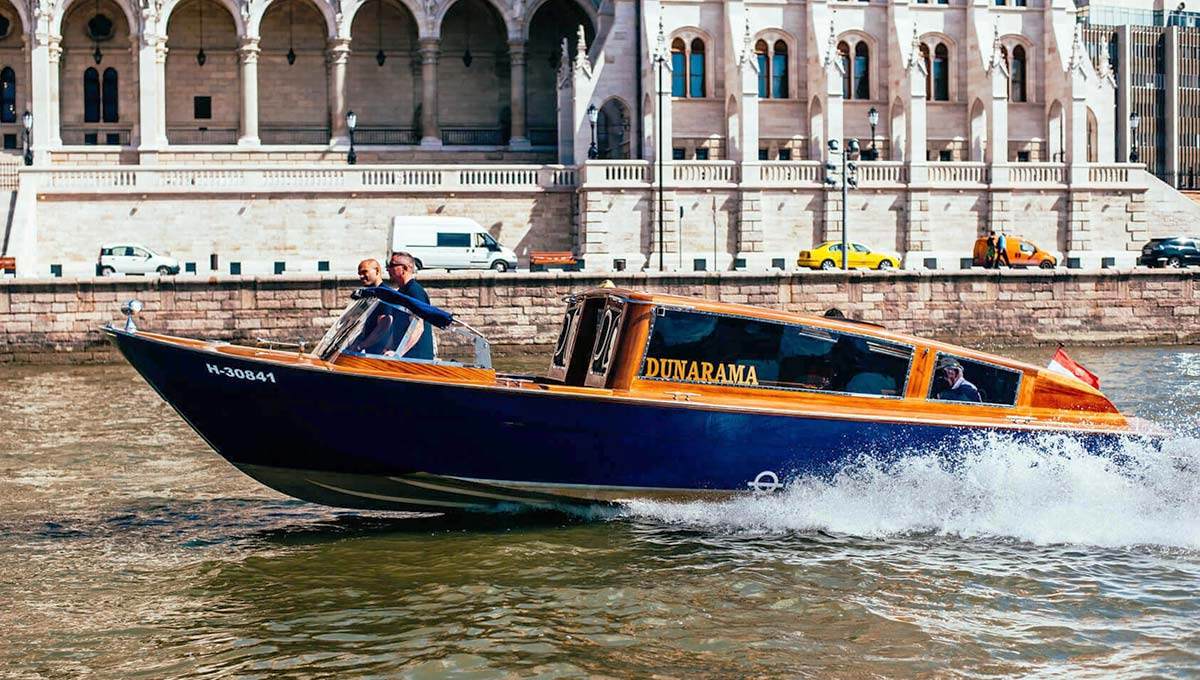 Dunarama boat with Parliament