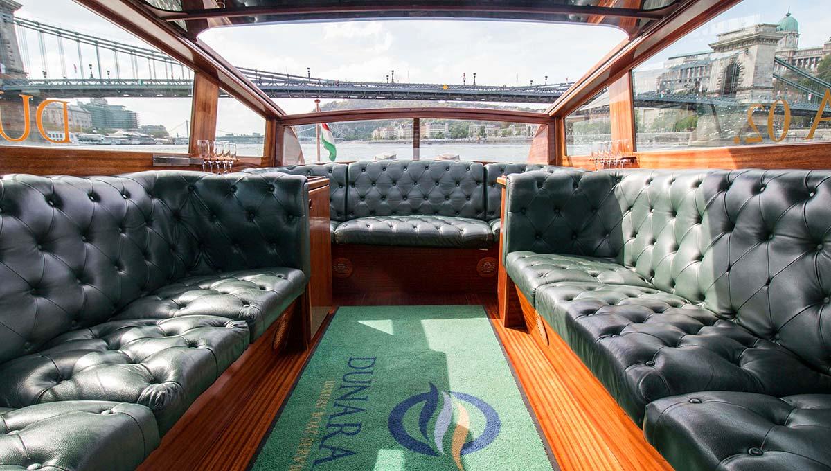 Dunarama boat inside