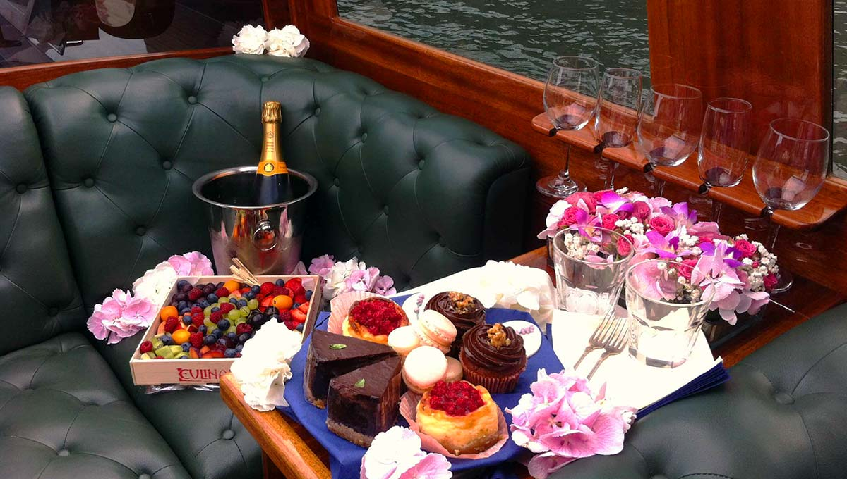 Snacks on a Dunarama boat