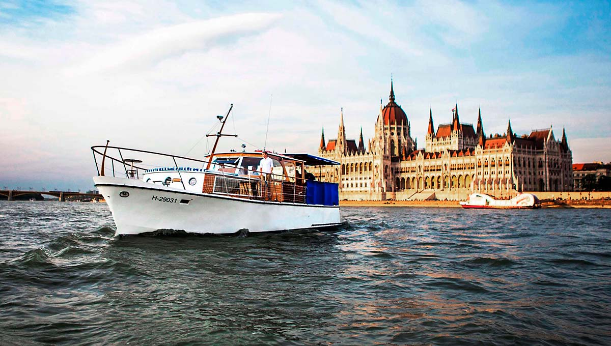 Thetis boat with Parliament