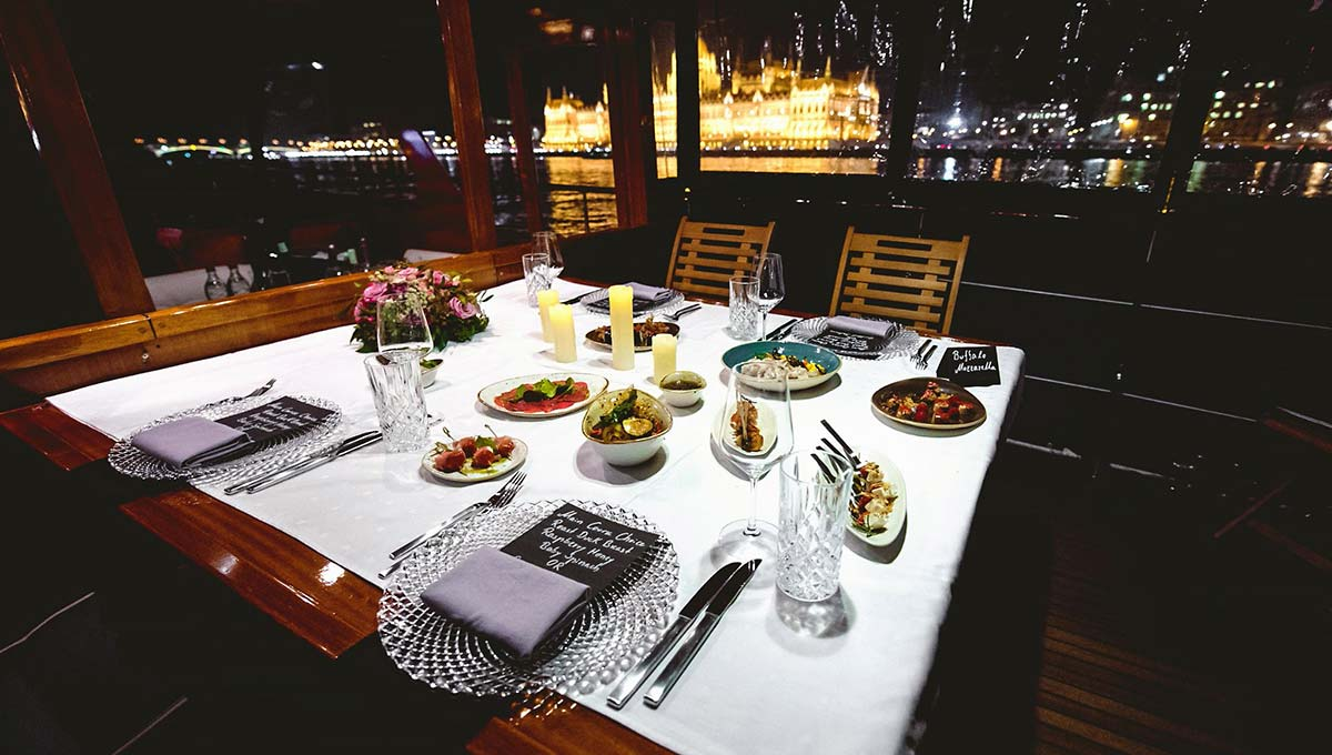 Thetis boat fine dining