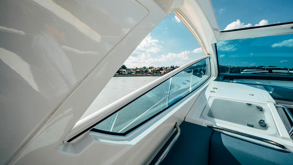 Aquamarin speedboat yacht view