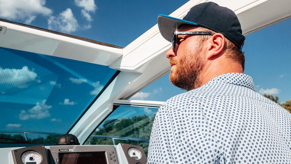 Aquamarin speedboat yacht captain
