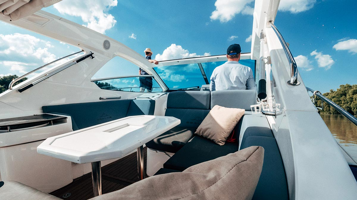Aquamarin speedboat yacht inner space