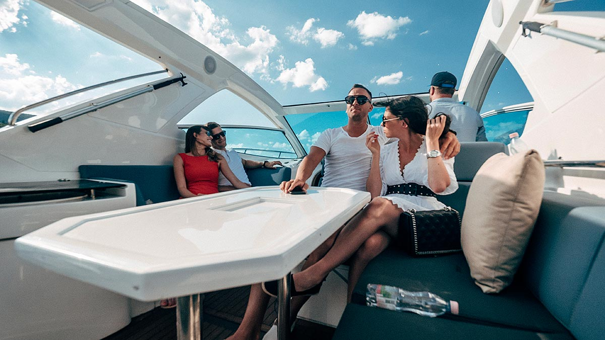 Party on Aquamarin speedboat yacht