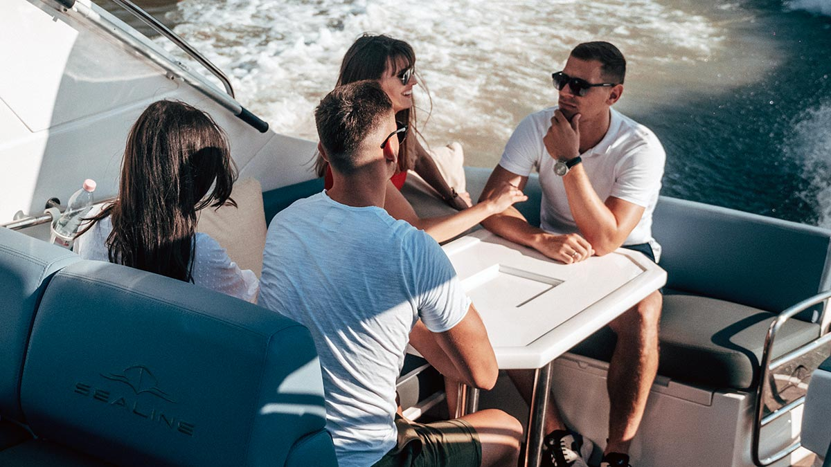 Friends on Aquamarin speedboat yacht